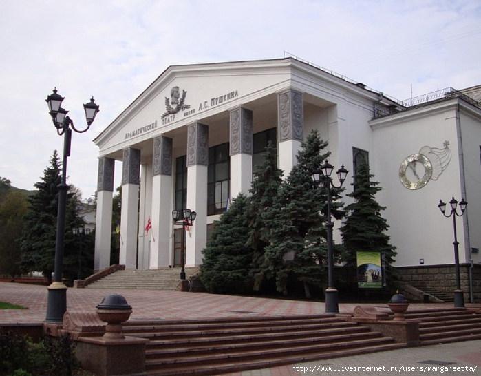 Драматический театр (700x546, 208Kb)