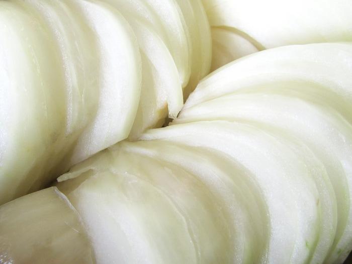 Кальмары с луком и яблоками 4