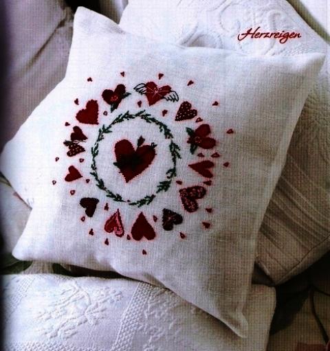 Скопировано с. Сердечки вышивка на подушке.  Схема вышивки крестом Валентинки Схемы вышивки крестом...