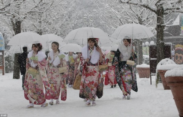 день совершеннолетия в японии фото 1 (600x385, 76Kb)