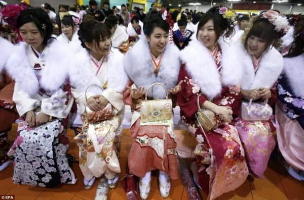день совершеннолетия в японии фото 3 (600x396, 86Kb)