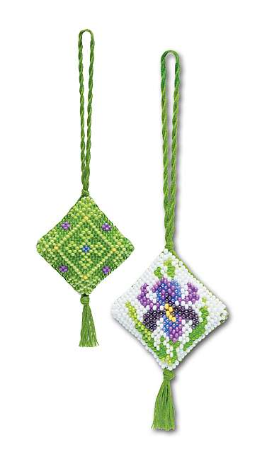 1158 Iris Beaded Scissor Keep/Key Fob.