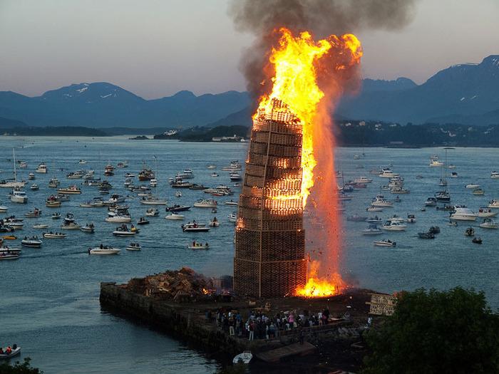 огненная башня Олесунн фото 3 (700x525, 141Kb)