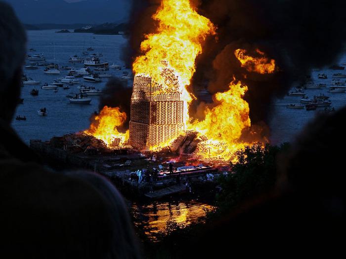 огненная башня Олесунн фото 5 (700x525, 127Kb)