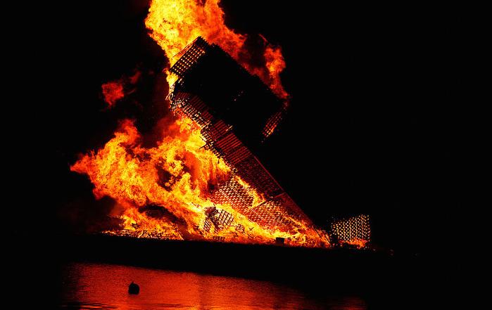 огненная башня Олесунн фото 6 (700x441, 99Kb)