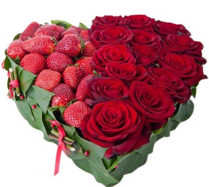 сердце из клубники и роз (1) (685x614, 82Kb)