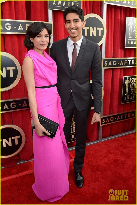 freida-pinto-dev-patel-sag-awards-2013-red-carpet-01 (466x700, 95Kb)