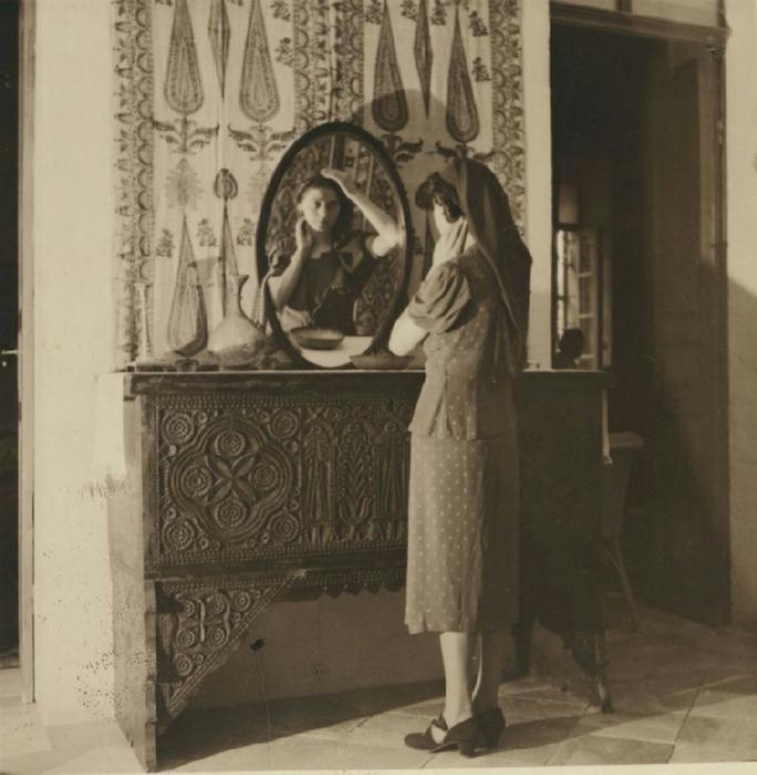 23 Христианская девушка снимает шляпку и повязывает платок. 29 августа - 8 сентября (683x700, 313Kb)