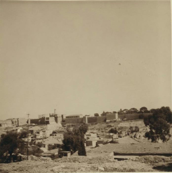 32 Самолет кружит над Иерусалимом и сбрасывает листовки с требованием немедленной капитуляции бунтовщиков (697x700, 229Kb)