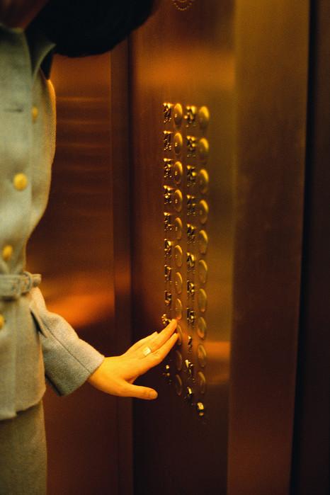 Elevator_Woman (466x700, 83Kb)