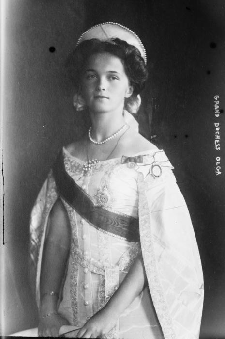 Olga_in_court_dress_1910-2 (465x700, 70Kb)