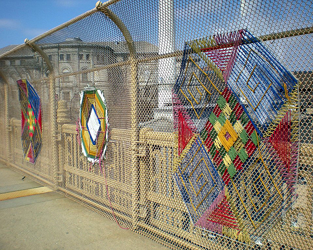 Yarn-Bombing-Graffiti-Art-2 (625x499, 1060Kb)