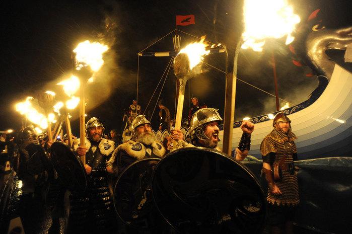 Шотландский праздник Апхелио 1 (700x465, 87Kb)