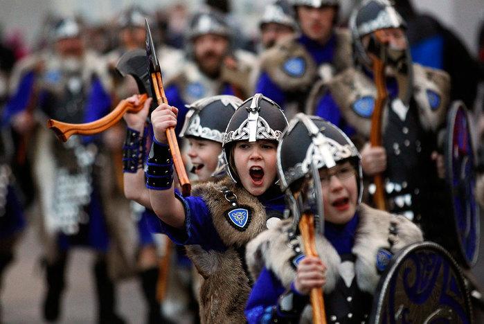 Шотландский праздник Апхелио 3 (700x468, 87Kb)