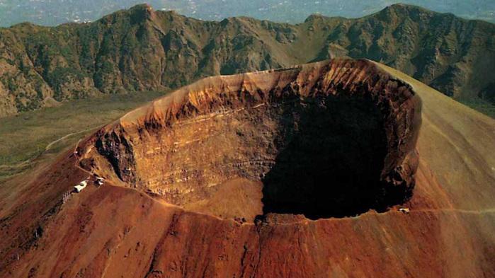 foto cratera / 4171694_vylkan_vezyvii_foto (700x393, 131KB)