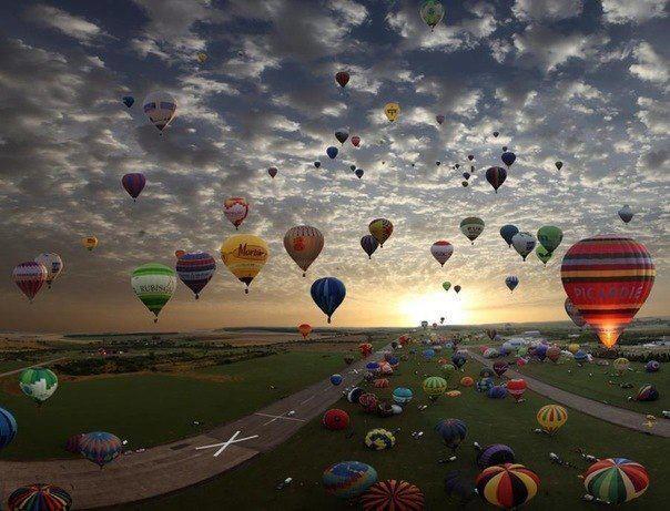 Крупнейшее собрание владельцев воздушных шаров, Шамбли, Франция (604x461, 57Kb)