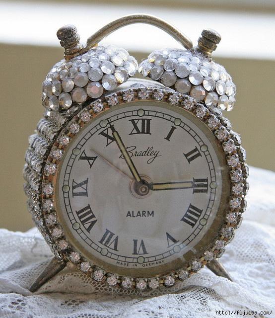 Чем украсит старые часы своими руками