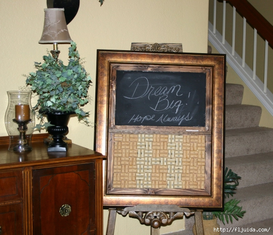 wine-cork-projects-wine-cork-bulletin-board-and-chalkboard-combo-from-one-more-time (550x473, 233Kb)