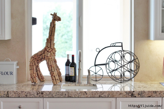 wine-cork-projects-wine-cork-sculpture-from-lil-blue-boo (550x367, 147Kb)