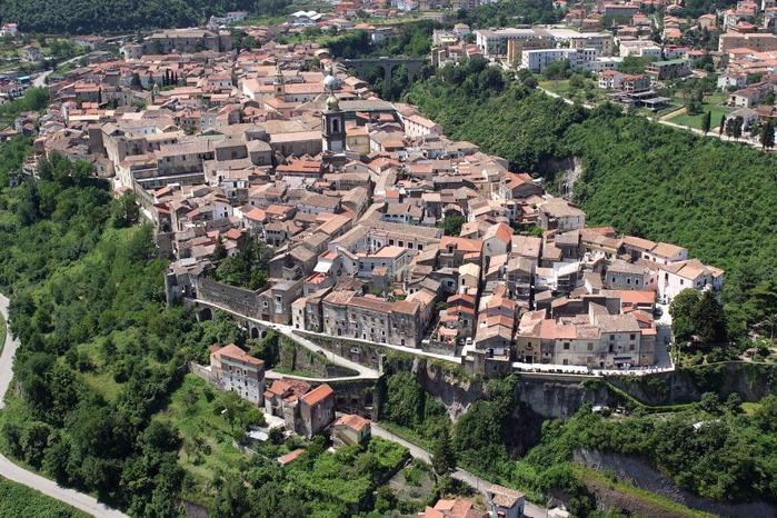 итальянский город Сант'Агата-де'-Готи  фото (700x466, 212Kb)