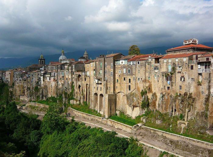 итальянский город Сант'Агата-де'-Готи  фото 1 (700x516, 172Kb)