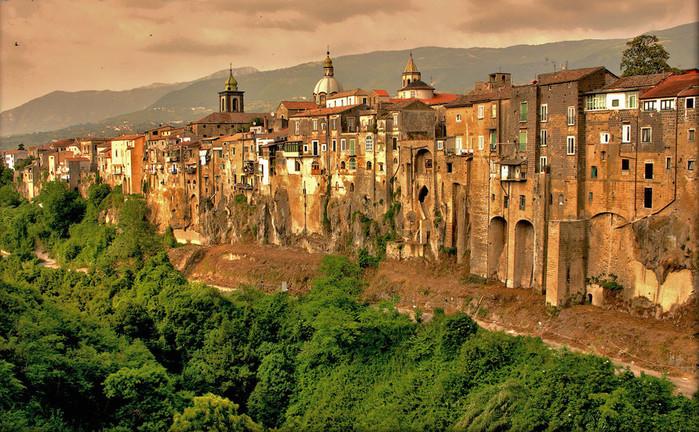 итальянский город Сант'Агата-де'-Готи  фото 2 (700x432, 178Kb)