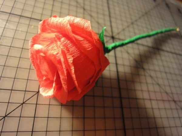 Как сделать цветы розы из гофрированной бумаги своими руками