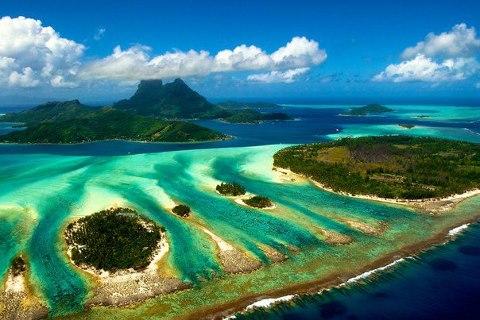 Бора-Бора — один из Подветренных островов архипелага Острова Общества во Французской Полинезии в Тихом океане (480x320, 44Kb)