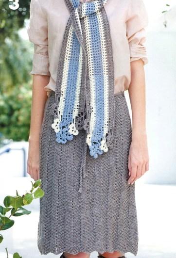 Вязаный комплект: серая юбка крючком до колена и шарфик. вязаный комплетк крючком из прямой юбки и шарфика.