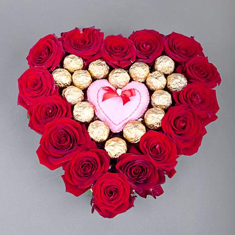 Сердце из живых цветов и конфет своими руками - Секрет мастера