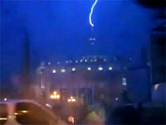 Ватикан - ударила молния (330x248, 8Kb)