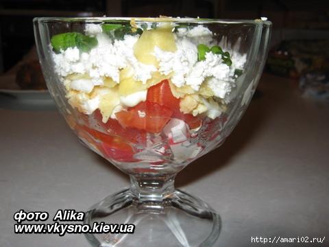 salat-iz-krabovih-palochek-s-pomidorami-i-chipsami_1 (480x360, 98Kb)