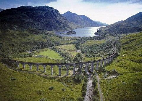 Виадук Гленфиннан в Шотландии. Это именно тот виадук, по которому ехал Гарри Поттер (480x341, 51Kb)