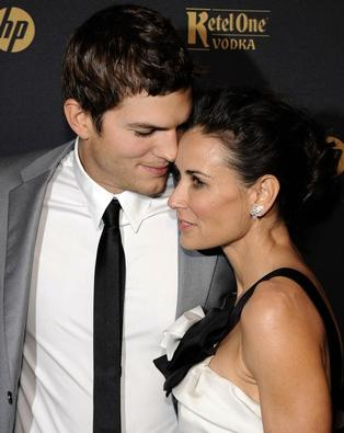 4045361_demi_moore_ashton_kutcher21 (314x395, 18Kb)