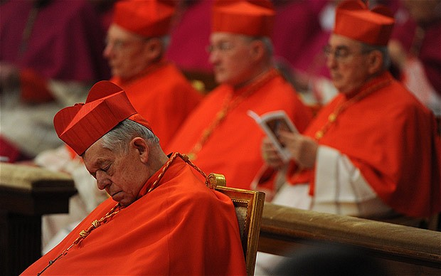 1360887677_Cardinals_follow_the_Eucharist_for_the_Solemnity_of_Epiphany_lead_by_Pope_Benedict_XVI__PhotoAFP___VATICANPOP_2103834b (620x388, 53Kb)