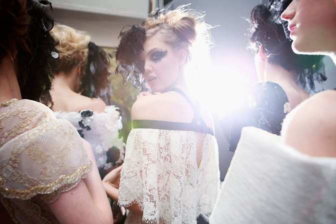 chanel-spring-summer-2013-haute-couture-backstage-photos-08 (673x449, 213Kb)
