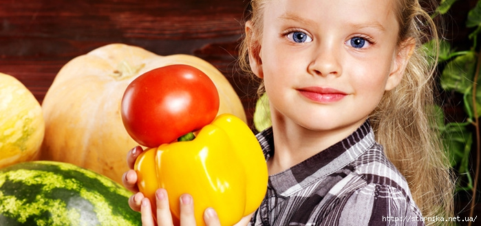 girl-with-vegetable-on-kitchen (700x329, 178Kb)