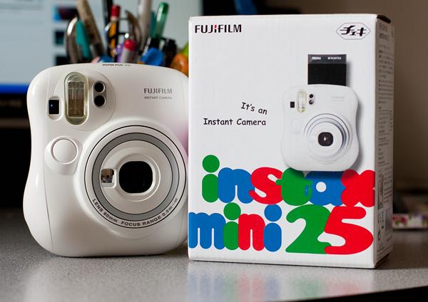 фотокамера FujiFilm 25 Instax Mini (600x424, 290Kb)