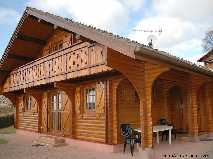 Красивые деревянные балконы в частных домах фото..