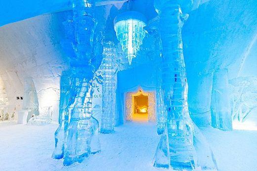 Канадский ледовый отель Hotel De Glace