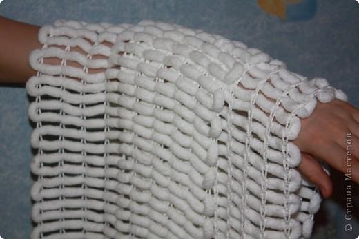 вязание пряжи с пампонами.