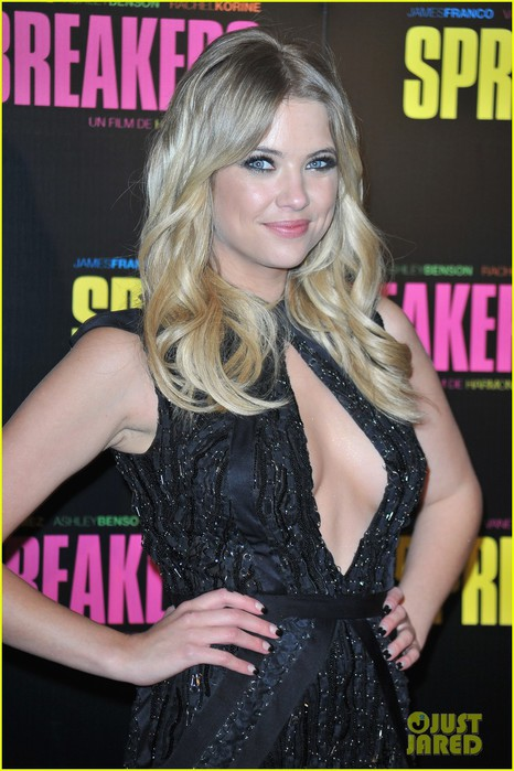 ashley-benson-rachel-korine-spring-breakers-paris-premiere-08 (466x700, 93Kb)