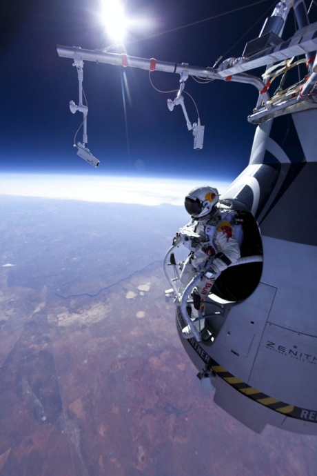 Felix_Baumgartner_Jumps_From_Space.jpg (460x690, 175Kb)
