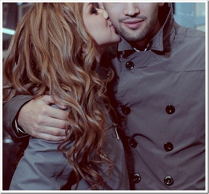 Парень и девушка целуются зимой картинки