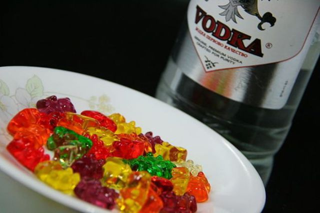 Пьяный мишка/3132812_1361293465_vodka_gummies_01 (640x426, 93Kb)
