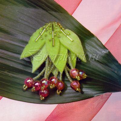Кисточка вишни, которую можно приколоть на отворот пиджака, придаст вам бодрости и хорошего настроения.