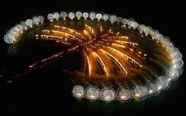 Фейерверк на Островах Пальм, ОАЭ (604x378, 33Kb)
