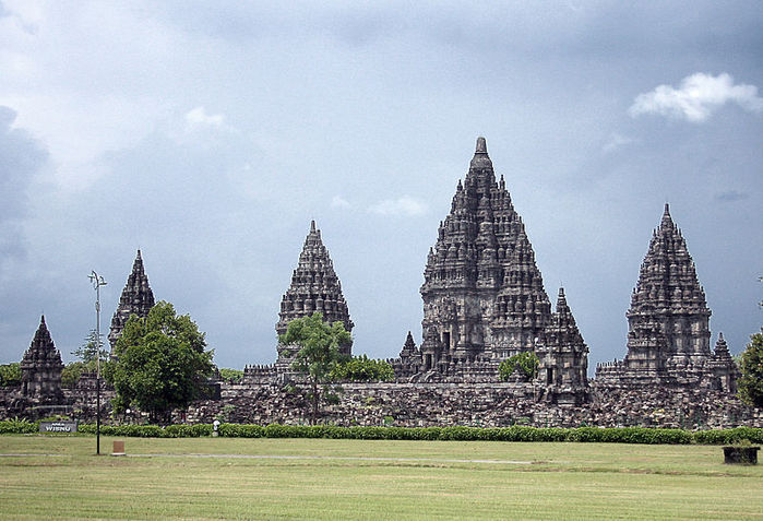 800px-Prambanan_Complex_2 (700x477, 83Kb)