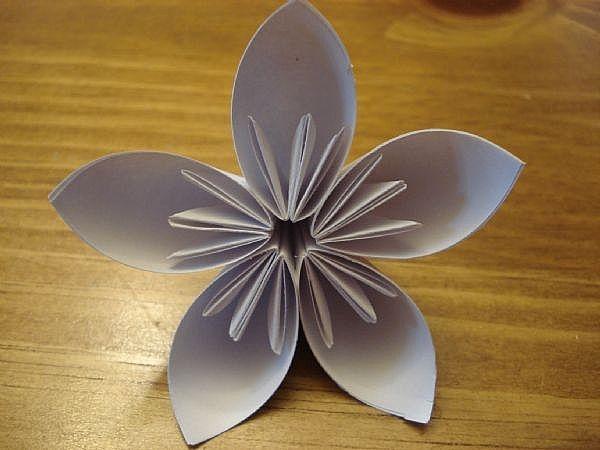 Цветок из бумаги своими руками просто с детьми