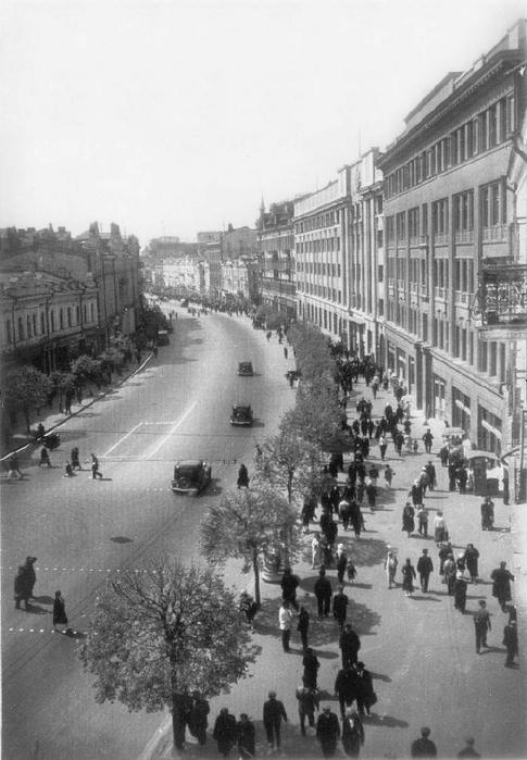 1 в 30-х годах по Крещатику ходили трамваи (485x700, 205Kb)